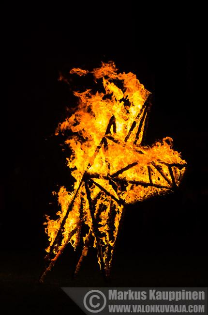 Aimokoulun tulishow Hämeenlinnan taiteidenyössä. Valokuvaaja: Markus Kauppinen