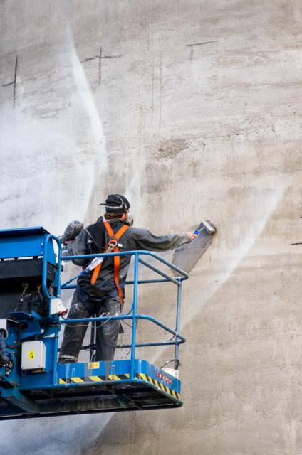 Guido van Heltenin Kantolan muraalin maalausta. Valokuvaaaja: Markus Kauppinen